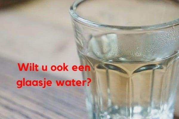 Wilt u ook een glaasje water?